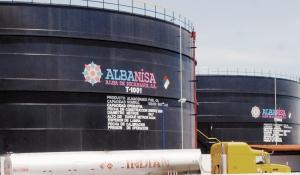 Managua 09 Septiembre 2009, Visita a ciudad de Corinto, verificando los nuevos tanques de combustibles de Albanisa y Petronic con banderas del FSLN. Foto LA PRENSA /Bismarck Picado
