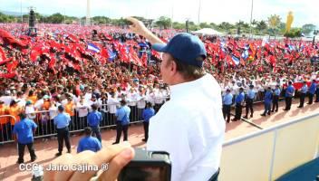 Daniel Ortega saluda a seguidores