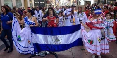 Nicaragüenses desfilan en Zaragoza